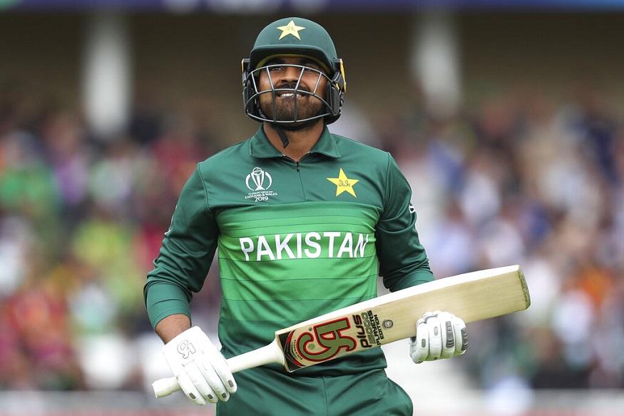 हारिस सोहैल ; पाकिस्तान के इस बल्लेबाज का विकेट गया आईपीएल में अपना बाहुबल दिखा चुके आंद्रे रसैल के खाते में. वो भी एक बाउंसर गेंद पर. हारिस करीब 145 किलोमीटर प्रति घंटे की रफ्तार से ऊपर उठती गेंद को संभाल नहीं सके और 17 गेंदों पर महज 8 रन बनाकर चलते बने.