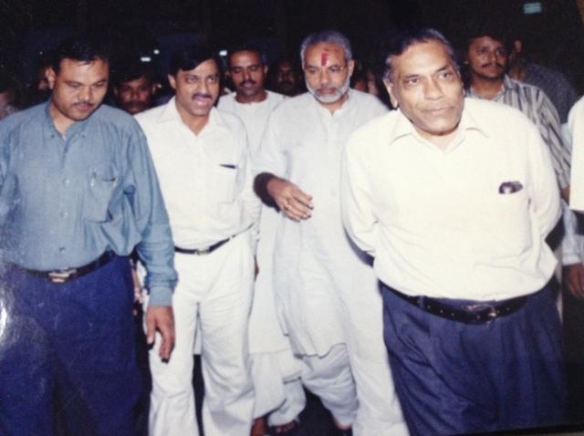 वर्ष 2001 में मुख्यमंत्री बनने के बाद जगन्नाथ मंदिर पहुंचे मोदी
