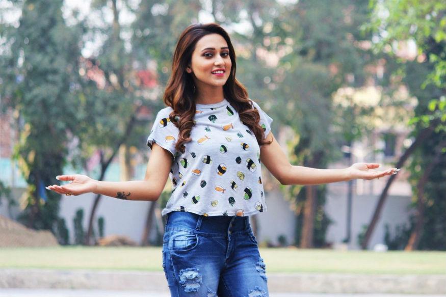 इससे पहले उन्होंने अपने अभिनय कॅरियर की शुरुआत साल 2008 में शुरू कर दिया था, लेकिन उन्हें टीवी धारावाहिक 'गनेर ओपारे' से सबसे ज्यादा ख्याति मिली थी. इससे पहले वह फेमिना मिस इंडिया का हिस्सा रह चुकी थीं.