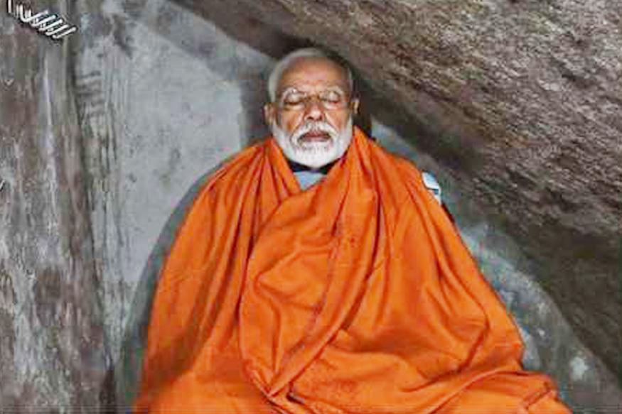 अंतिम दौर के चुनाव से ठीक पहले 18 मई को प्रधानमंत्री नरेंद्र मोदी केदारनाथ धाम पहुंचे. चुनाव प्रचार से फुरसत पाने के बाद बाबा के दर्शन किए और वहां गुफा के अंदर साधना की. साधना करते हुए की उनकी फोटो वायरल हो गई. इससे पहले की भी उनकी पोशाक काफी चर्चा में रही.