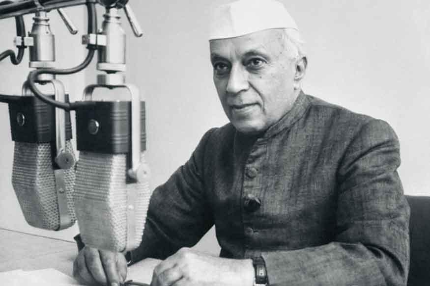 प्रधानमंत्री नरेंद्र मोदी और कांग्रेस अध्यक्ष राहुल गांधी समेत कई नेताओं ने सोमवार को देश के पहले प्रधानमंत्री पंडित जवाहर लाल नेहरू की 55वीं पुण्यतिथि पर उन्हें श्रद्धांजलि दी.