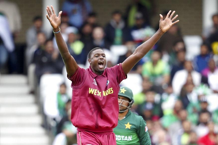 सरफराज अहमद : पाकिस्तान के कप्तान सरफराज अहमद भी शॉर्ट पिच गेंद का शिकार बने. उन्हें वेस्टइंडीज के कप्तान जेसन होल्डर ने पवेलियन वापस भेजा. 12 गेंदों पर 8 रन बनाने वाले सरफराज होल्डर की लेग स्टंप की गेंद पर बल्ले का किनारा लगा बैठे.