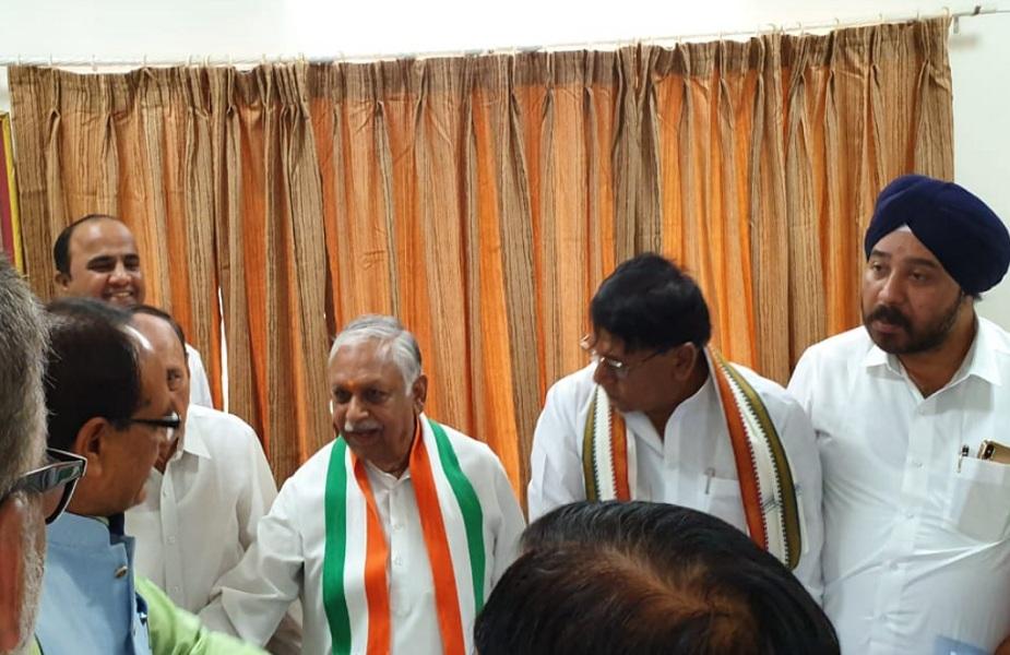 कांग्रेस का आरोप है प्रधानमंत्री नरेंद्र मोदी से लेकर प्रदेश के पूर्व मुख्यमंत्री शिवराज सिंह चौहान और तमाम भाजपा नेता अपने भाषण में कर्ज माफी को लेकर भ्रम फैला रहे हैं.