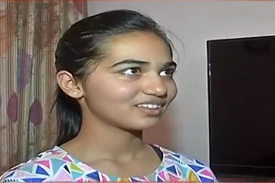 जयपुर की तरू जैन से जब उन्हें सफलता के पहले पायदान तक पहुंचने की सबसे महत्वपूर्ण बात के बारे में पूछा गया तो, उनका जवाब था, नियमित अध्ययन. यानी रोजाना पढ़ाई. तरू ने बताया कि वे 3-4 घंटे रोज पढ़ाई करती थीं.