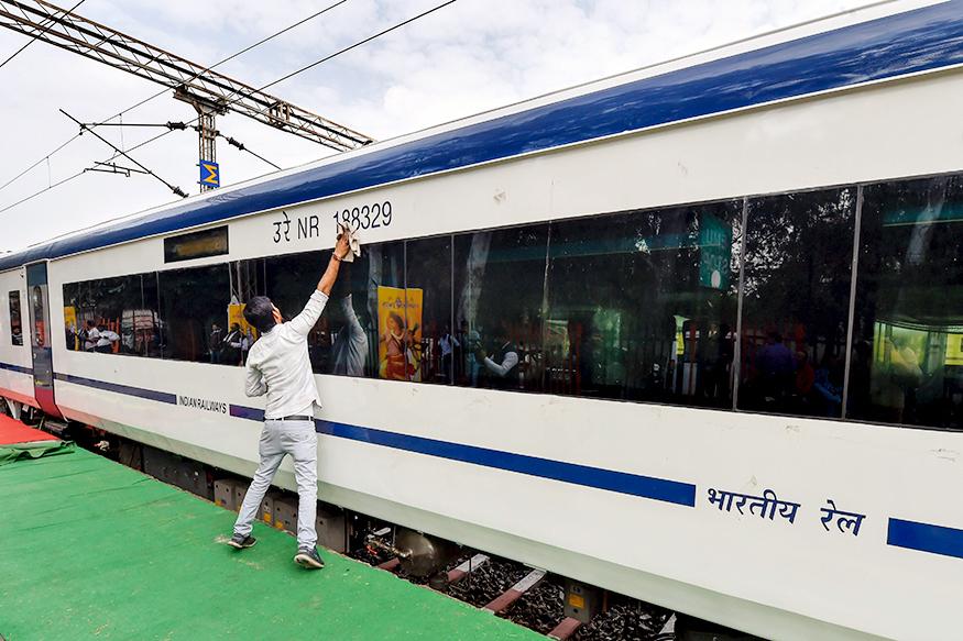 साल 2019 के आखिर में इस ट्रेन को चलाने की तैयारी की जा रही है. इस ट्रेन के कोच चेन्नई में तैयार किये जाएंगे. रेलवे बोर्ड के मुताबिक इस ट्रेन के नए रैक में 50 से 60 यात्रियों को रखने की सुविधा होगी.