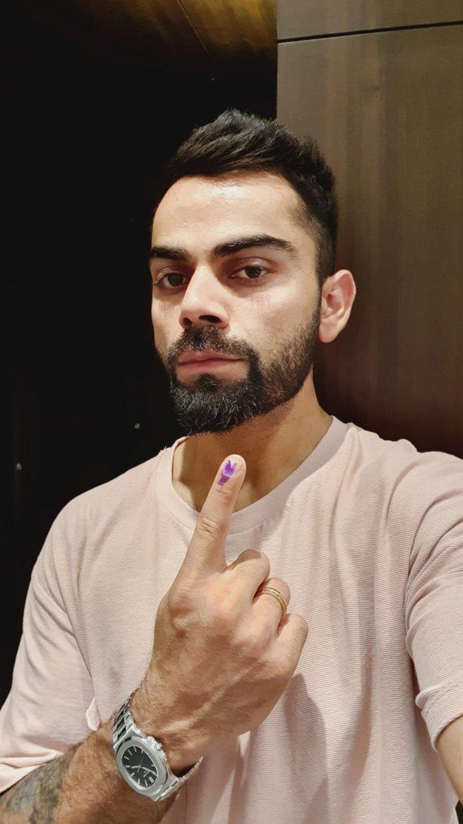 टीम इंडिया के कप्तान विराट कोहली ने गुरुग्राम में वोटिंग की. विराट इससे पहले पश्चिम दिल्ली के वोटर थे. लेकिन अब वो गुरुग्राम में शिफ्ट हो गए हैं.