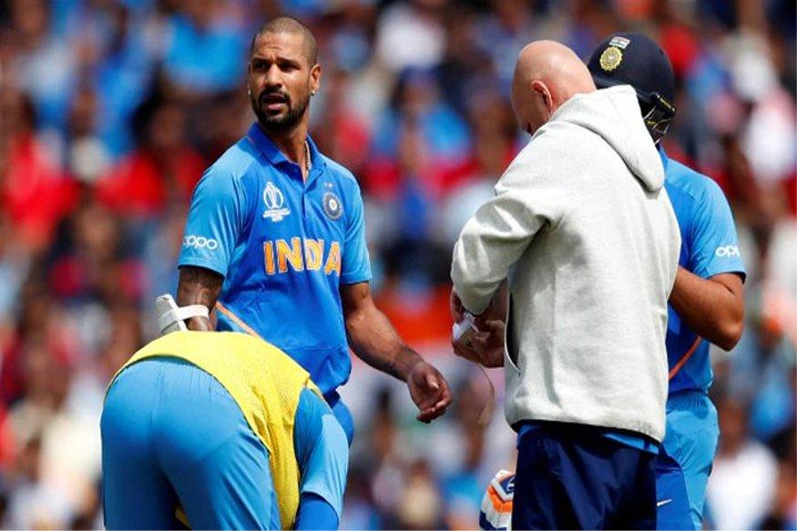 वर्ल्ड कप में चोट की वजह से टीम इंडिया के स्टार प्लेयर शिखर धवन टीम से बाहर हो गए हैं. अब नॉटिंघम में न्यूजीलैंड के खिलाफ होने वाले मैच में टीम इंडिया के नए प्लेइंग XI कॉम्बिनेशन पर सबकी नजर बनी हुई है. कई जानकारों का मानना है कि केएल राहुल धवन की जगह पारी की शुरुआत कर सकते हैं. जानिए क्या हो सकता है टीम कॉम्बिनेशन.