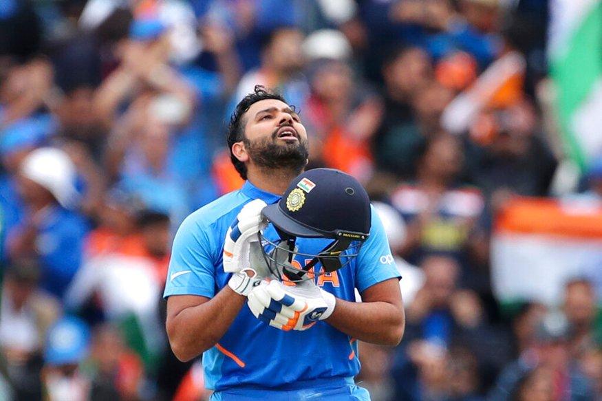 आईसीसी क्रिकेट वर्ल्ड कप में पाकिस्तान के खिलाफ रोहित शर्मा ने शानदारी पारी खेली. मैच की शुरुआत से ही उनका बल्ला आग उगल रहा था. एक समय उनको देखकर ऐसा लग रहा था कि वह आसानी से 200 रन बना लेंगे लेकिन 39वां ओवर में हसन अली की मामूली सी गेंद पर रोहित शर्मा से गलत शोर्ट सिलेक्शन कर लिया जिसकी वजह से उन्हें अपना विकेट गवाना पड़ा... (PC - AP)