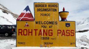 अब पर्यटक 13050 फीट की ऊंचाई पर स्थित रोहतांर दर्रे पर बर्फ के बीच मस्ती कर सकके हैं. इससे जहां मनाली आने वाले पर्यटक काफी खुश हैं, वहीं, पर्यटन कारोबारियों के भी चेहरे भी खिल गए हैं.