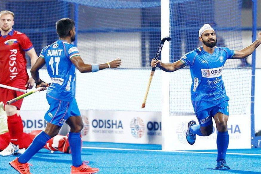 इंडियन हॉकी टीम ने वर्ल्ड सीरीज फाइनल्स में शानदार आगाज किया है. पूल ए के मुकाबले में टीम ने रूस को 10-0 से हराया दिया है. यह टीम इंडिया की रूस के खिलाफ 40 साल में सबसे बड़ी जीत है. (PC - hockey india)
