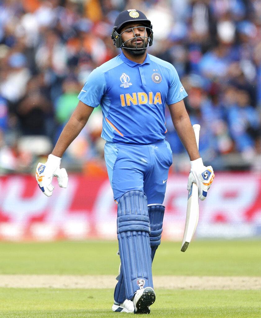 - रोहित ने इस मैच में टीम इंडिया के लिए नया रिकॉर्ड बनाया है. बतौर ओपनर पाकिस्तान के खिलाफ वर्ल्ड कप में पहले इंडियन प्लेयर हैं जिन्होंने शतक लगाया है. (PC - AP)
