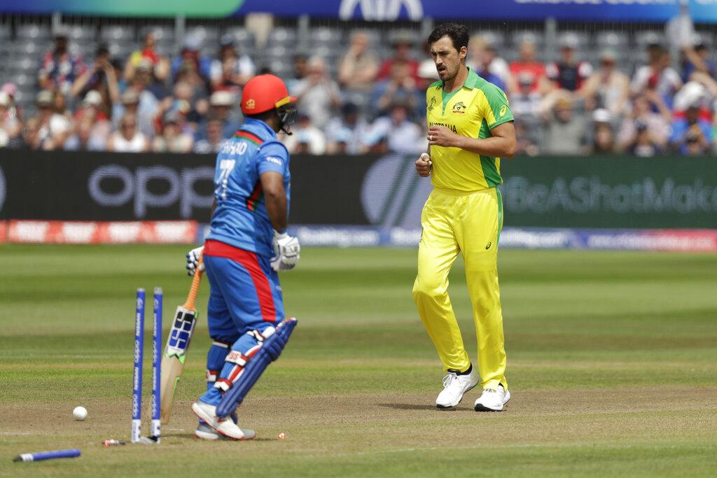 ऑस्ट्रेलिया के खिलाफ मुकाबले से पहले मोहम्मद शहजाद ने एक इंटरव्यू दिया जिसमें उनसे पूछा गया कि धोनी और उनमें कोई समानता है? तो इस पर शहजाद ने कहा कि धोनी बर्फ की तरह कूल हैं लेकिन मैं तो आग हूं आग. हालांकि शहजाद की बल्लेबाजी में आग ऑस्ट्रेलिया के खिलाफ नहीं दिखी और स्टार्क की इन स्विंग ने उनका खेल खत्म कर दिया.