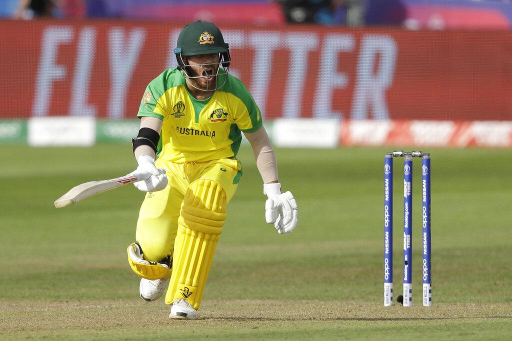 खासकर डेविड वॉर्नर की पारी बेहद खास रही क्योंकि इस खिलाड़ी ने एक साल के बैन के बाद इंटरनेशनल क्रिकेट में वापसी की और पहली ही पारी में उन्होंने अर्धशतक ठोका. उन्हें मैन ऑफ द मैच का अवॉर्ड मिला.