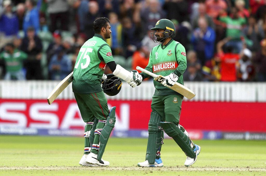 वर्ल्ड कप इतिहास में लक्ष्य का पीछा करते हुए ये दूसरी सबसे बड़ी जीत है. बांग्लादेश ने 322 रनों का पहाड़ जैसा लक्ष्य 51 गेंद पहले ही हासिल कर लिया.