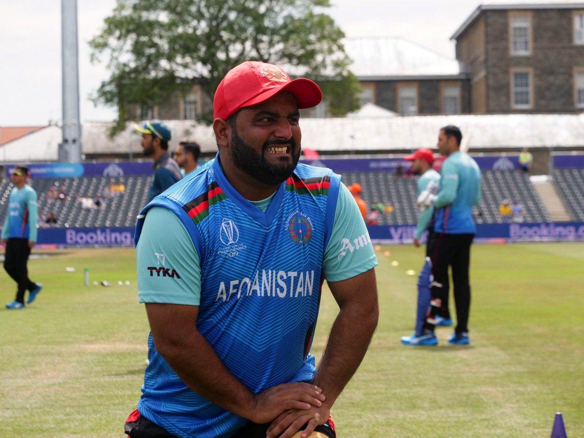 शहजाद ने कहा कि वो एम एस धोनी के फैन हैं और अफगानिस्तान में लोग उन्हें माही, एमएस कहकर बुलाते हैं. वहीं शहजाद ने बताया कि वो पाकिस्तान के पूर्व कप्तान शाहिद अफरीदी को सबसे ज्यादा मैसेज करते हैं.