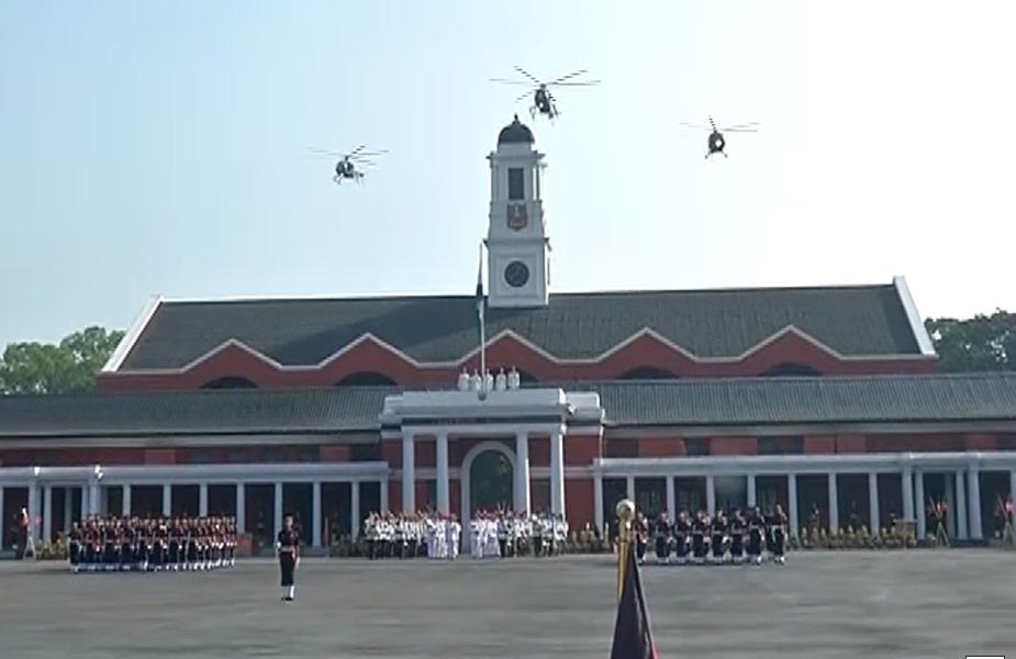 भारतीय सैन्य अकादमी (IMA) में शनिवार को हुए पासिंग आउट परेड के बाद भारतीय सेना को 382 नए जेंटलमैन कैडेट्स अधिकारी के रूप में मिले. उत्तराखंड की राजधानी देहरादून स्थित अकदामी में हुई पासिंग आउट परेड में दो जुड़वा भाई भी जेंटलमैन कैडेट से अधिकारी बने.