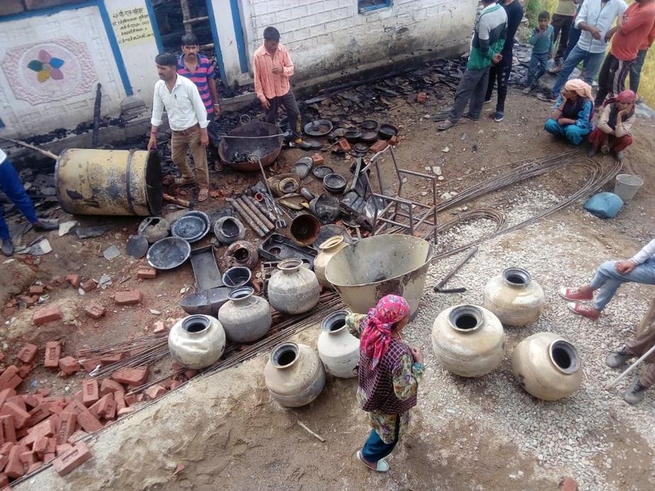 सुंदरनगर एसडीएम डॉक्टर अमित कुमार शर्मा ने सूचना मिलते ही राजस्व अधिकारियों को फौरी राहत सहित राहत कार्यों के लिए घटनास्थल पर रवाना कर दिया है.
