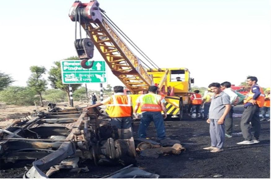 पाली में सिलेंडर से भरे ट्रेलर में आग, Fire in a trailer filled with cylinders in pali