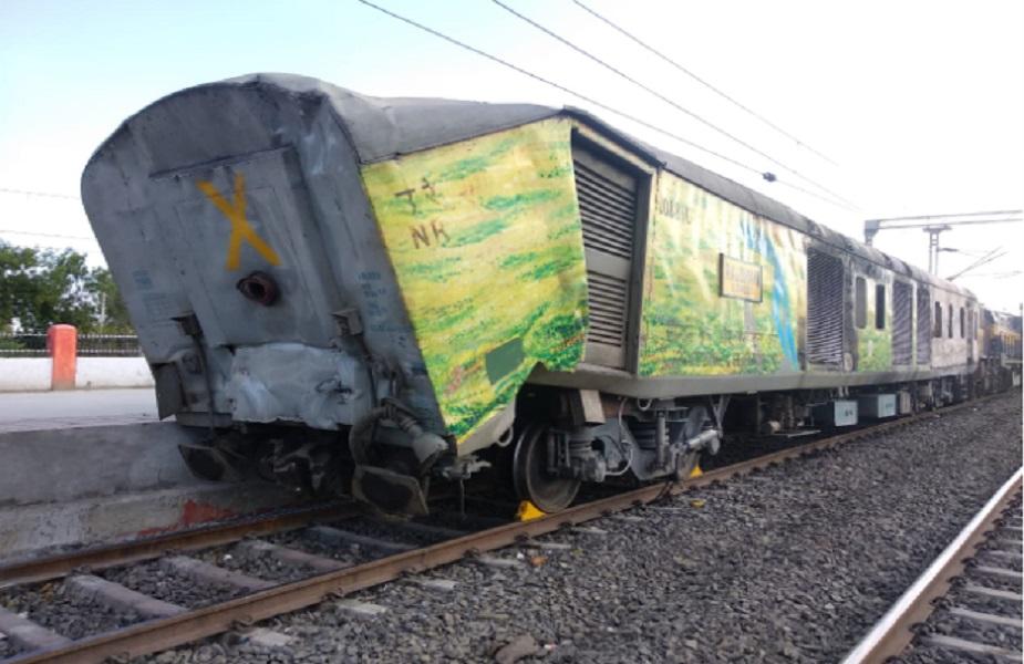कई ट्रेनें इस दौरान लेट हुईं.आग लगने की वजह का अब तक खुलासा नहीं हो सका है