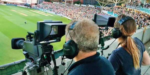 वीडियो एनालिस्ट को अपनी टीमों का वीडियो एनालिसिस करना होता है. उन्हें यह बताना होता है कि किस टीम के किस गेंदबाज और बल्लेबाज की क्या कमियां नजर आईं. वीडियो एनालिस्ट बनने के लिए तकनीकी शिक्षा के साथ- साथ क्रिकेट के बारे में भी हर बारीक जानकारी होनी चाहिए. बीसीसीआई एक सीनियर वीडियो एनालिस्ट को 15000 रुपये दिए जाते हैं.