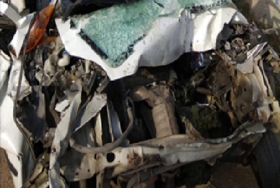 घायलों को स्थानीय अस्पताल ले जाया गया, जहां उनकी गंभीर हालत को देखते हुए दिल्ली रेफर कर दिया गया. कार सवार लोग राजपुरा में एक शादी समारोह में शामिल होने जा रहे थे.