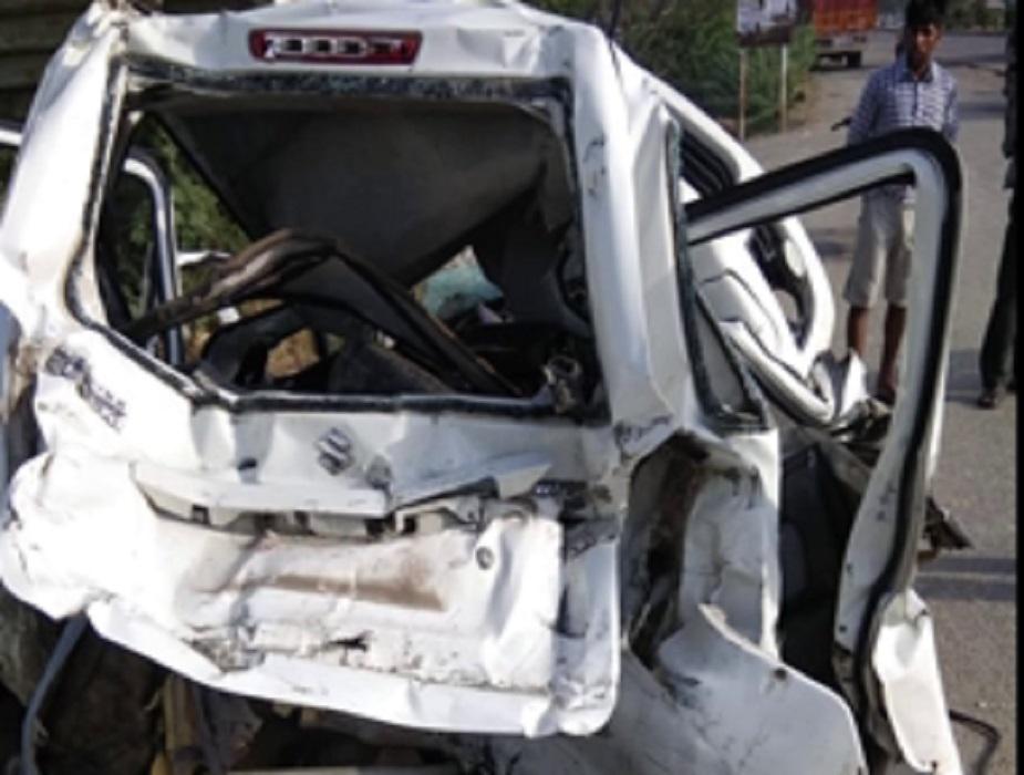 फिलहाल पुलिस ने मृतकों के शवों को पोस्टमार्टम के लिए अस्पताल भिजवा दिया है. वहीं इस हादसे में घायल दोनों लोगों की हालत भी गंभीर बताई जा रही है, जिन्हें दिल्ली रेफर कर दिया गया है.