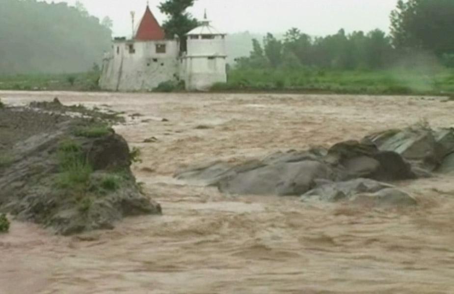 वर्ष 2018 में हिमाचल प्रदेश में बाढ़ ने बहुत तबाही मचाई थी. राज्य में 1200 करोड़ से ज्यादा की जानमाल की हानि हुई थी.