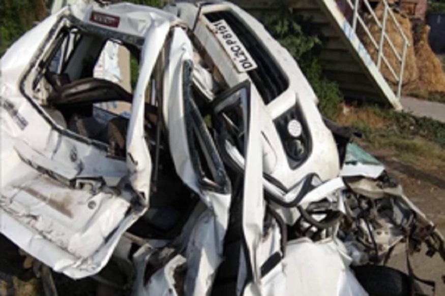करनाल में एक दर्दनाक सड़क हादसे में तीन लोगों की मौत हो गई और दो लोग घायल हो गए. ये हादसा करनाल-नीलोखेड़ी रोड़ पर हुआ. जहां कार और दो ट्रकों के बीच भीषण टक्कर हो गई.