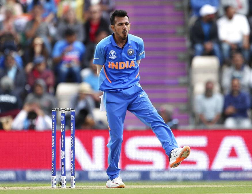 india vs south africa live score, indian cricket team, yuzvendra chahal bowling, chahal 2 wickets in an over, faf du plessis, rassie van der dussen, युजवेंद्र चहल, भारत दक्षिण अफ्रीका लाइव स्कोर, चहल गेंदबाजी, क्रिकेट वर्ल्ड कप स्कोर