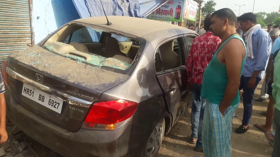 जांच अधिकारी का कहना था कि इस बात की जांच की जा रही है कि आखिरकार यह कार झुग्गी में कैसे घुसी और यह भी देखा जा रहा है कि कहीं या युवक नाबालिग तो नहीं.