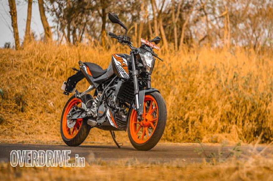 KTM 125 ड्यूक की कीमत KTM 200 ड्यूक से 30 हजार रुपये कम है. बाइक में किसी तरह का बदलाव नहीं किया गया है. 125 ड्यूक की नई कीमत 1 जून 2019 से लागू हो गई है.