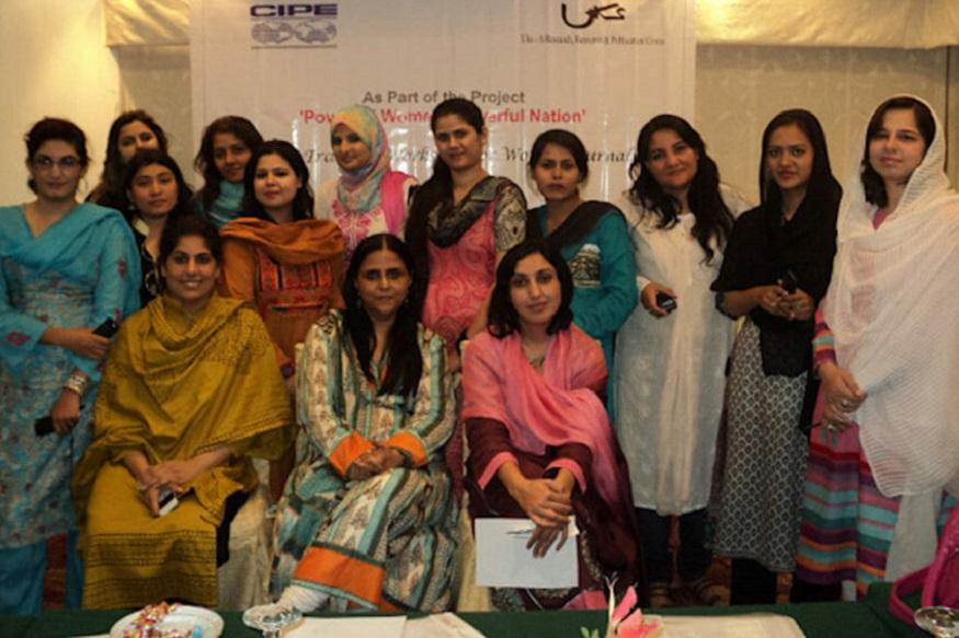 पाकिस्तान में महिलाओं के खिलाफ ऐसी बातें नई नहीं है. पिछले कई दशकों से पाकिस्तानी महिलाएं अपने अधिकारों के लिए लड़ाई कर रही हैं. हालांकि पाकिस्तान में अब भी महिलाओं का दमन आम है और ज्यादातर जगहों पर उन्हें आज भी घर के अंदर रखना ही सही समझा जाता है. हालांकि ऐसा पहली बार नहीं हुआ है कि जब किसी कंपनी ने महिला अधिकारों की वकालत करने के चलते ऐसी प्रतिक्रिया झेली हो.