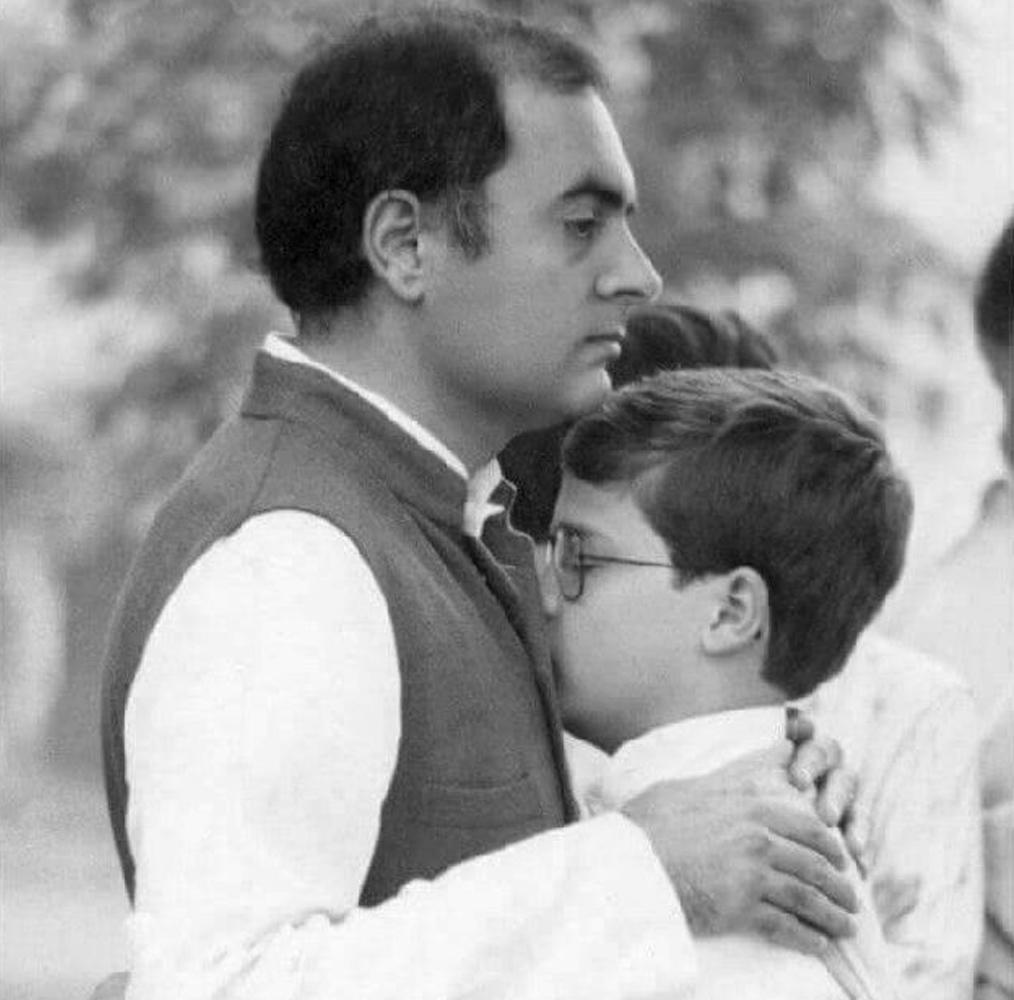 राहुल गांधी अपने पिता के बेहद करीब थे. राहुल अपने पिता राजीव गांधी को आइडियल मानते हैं.