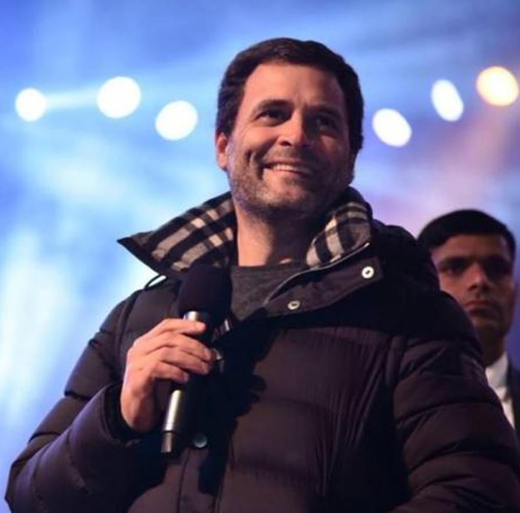 उस समय उनकी मां सोनिया गांधी यहां से सांसद थीं. राहुल गांधी ने अपने नजदीकी प्रतिद्वंदी को एक लाख वोटों से हराकर शानदार जीत हासिल की. इस दौरान उन्होंने सरकार या पार्टी में कोई ओहदा नहीं लिया. अपना सारा ध्यान मुख्य निर्वाचन क्षेत्र के मुद्दों और उत्तर प्रदेश की राजनीति पर केंद्रित किया. राहुल ने 2014 का लोकसभा चुनाव भी अमेठी सीट से लड़ा और जीतकर संसद पहुंचे.