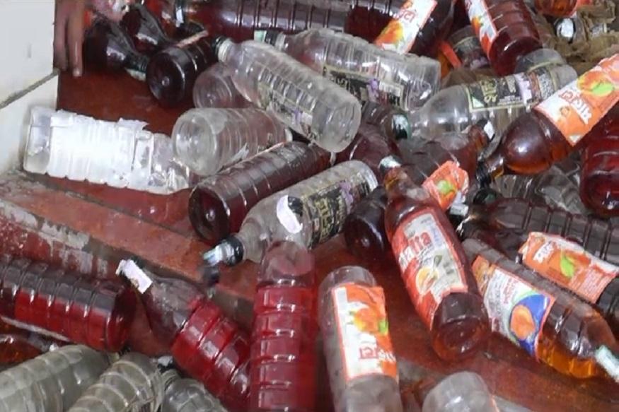 फतेहाबाद में लाखों लीटर शराब को गट्टर मे बहा दिया गया है. यह खबर नशेडियों के लिए अटपटी जरूर हो सकती है मगर नष्ट की गई शराब वो शराब थी जो कि नशा तस्कर अवैध रूप से फतेहाबाद में लाए थे. दरअसल आबकारी विभाग द्वारा पकड़ी गई लाखों लीटर अवैध शराब को गटर में बहाया गया है.