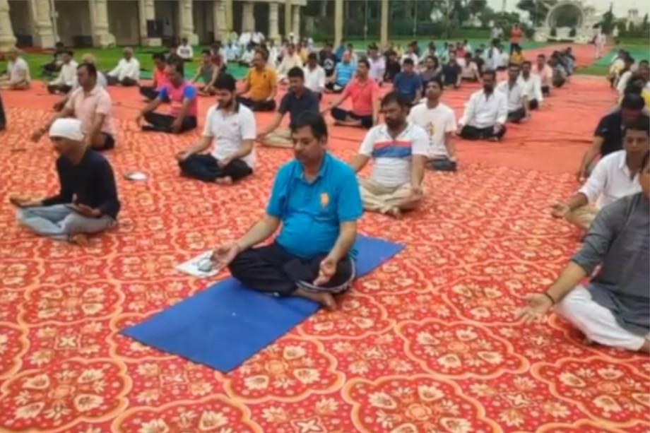आमेर विधायक सतीश पूनिया ने लिखा है कि,आज अन्तर्राष्ट्रीय योग दिवस मधुबन गार्डन, राजावास सीकर रोड़, आमेर (जयपुर) में मनाया गया.