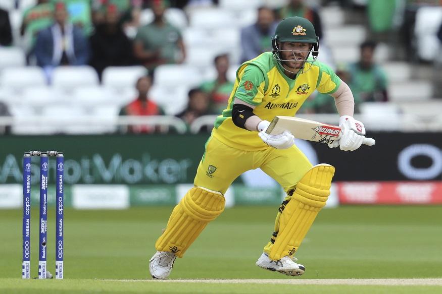 आईसीसी क्रिकेट वर्ल्ड कप 2019 में यह वॉनर्र का दूसरा शतक है. उन्होंने पाकिस्तान के खिलाफ भी शतक लगाया था. तब इस ऑस्ट्रेलियाई खिलाड़ी ने 107 रन की पारी खेली थी. डेविड वॉनर्र एक साल के प्रतिबंध के बाद अंतरराष्ट्रीय क्रिकेट में वापसी कर रहे थे. इस वर्ल्ड कप में वॉर्नर का स्कोरकार्ड ऐसा है, नाबाद 89, 3, 56, 107 और 26 रन. (फोटो-एपी)