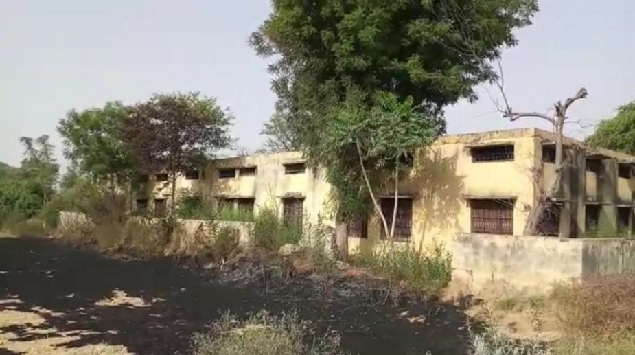 1995 से 1997 तक चले इस स्कूल में तत्कालीन सरकार ने शिक्षकों का भी प्रबंध किया, मगर 1997 के बाद यहां शिक्षकों को हटा लिया गया जिसके बाद स्कूल वीरान होना शुरु हो गया. स्कूल में बच्चों का आना बंद हो गया.