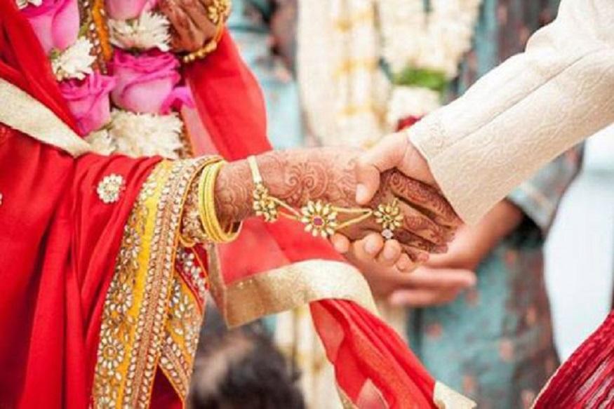 जिस लड़की से NRI तीसरी शादी रचाने जा रहा था वह एक गरीब परिवार की लड़की है. सारा गांव इकट्ठा होकर उस लड़की की शादी का खर्च उठा रहा है. मामला सामने आने पर गांव के सभी लोगों ने शादी रुकवा दी.