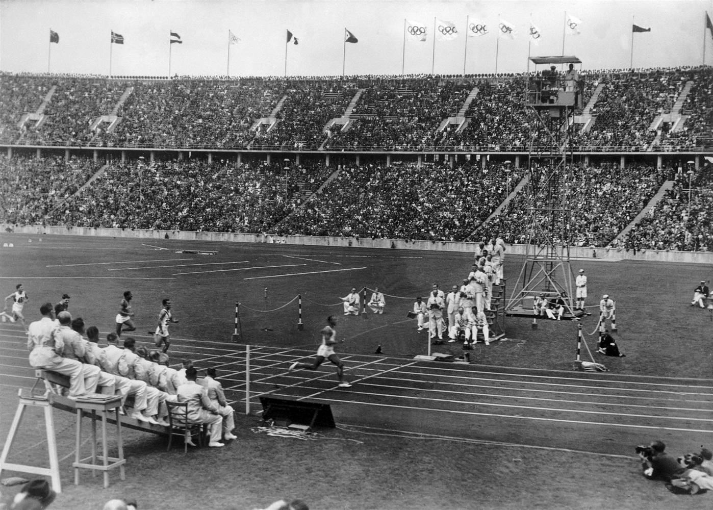 अंतरराष्ट्रीय स्तर पर कबड्डी को ले जाने का श्रेय महाराष्ट्र के हनुमान व्यायाम प्रसारक को जाता है. साल 1936 में बर्लिन ओलिंपिक में दुनिया के सामने इस खेल को रखा. इसके दो साल बाद इसे कलकत्ता में हुए नेशनल गेम्स में शामिल किया गया था. (file)