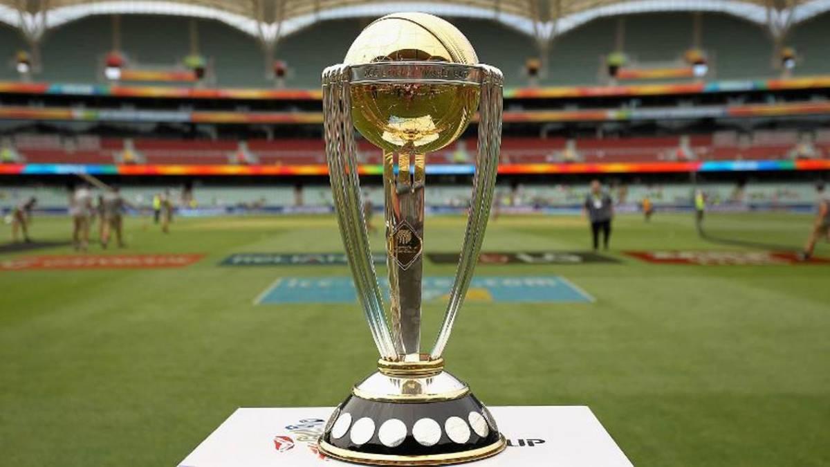 आईसीसी ने विश्व कप सेमीफाइनल के लिए अधिकारी चुन लिए गए है. वर्ल्ड कप का लीग राउंड खत्म हो चुका है और अब टूर्नामेंट में मंगलवार सेमीफाइनल मुकाबलों का सिलसिला शुरू होगा.अंतर्राष्ट्रीय क्रिकेट परिषद (आईसीसी) ने विश्व कप-2019 के नॉकआउट मुकाबलों के लिए अधिकारियों के नामों की घोषणा कर दी है.