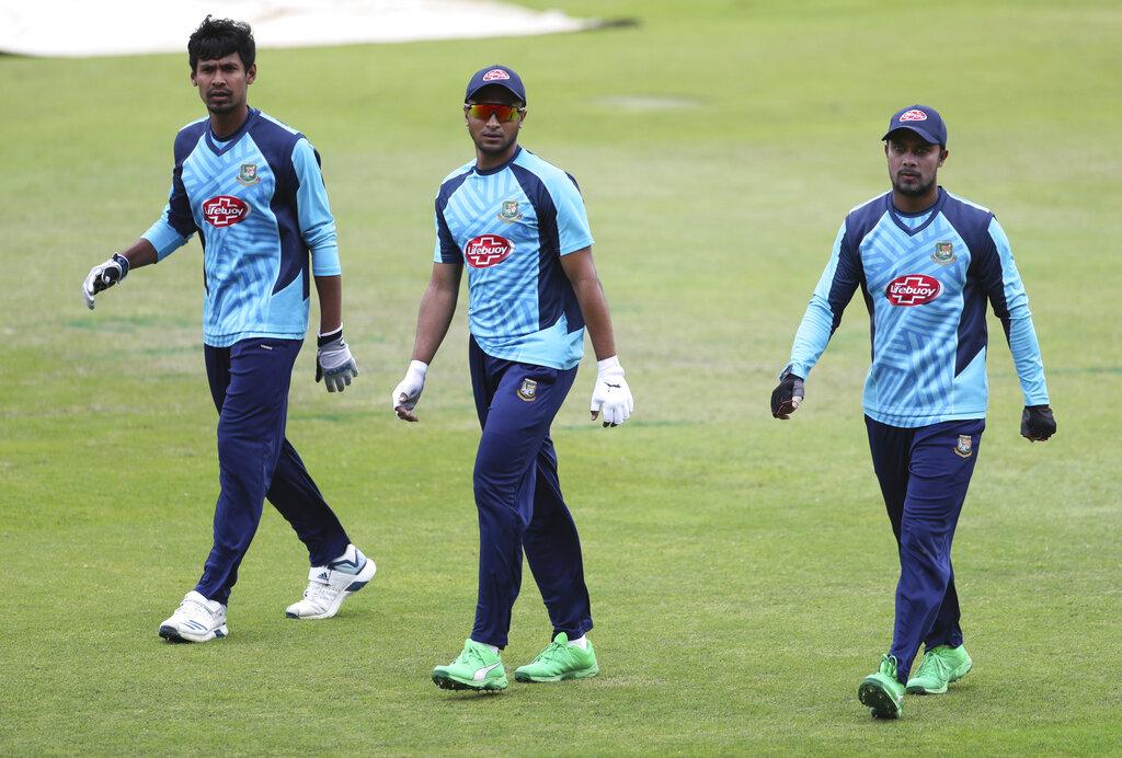 आपको बता दें बांग्लादेश की टीम अंक तालिका में 8वें नंबर पर रही. उसने 9 में से 5 मैच गंवाए, 3 में उसे जीत मिली जबकि एक मैच बारिश के चलते धुल गया.