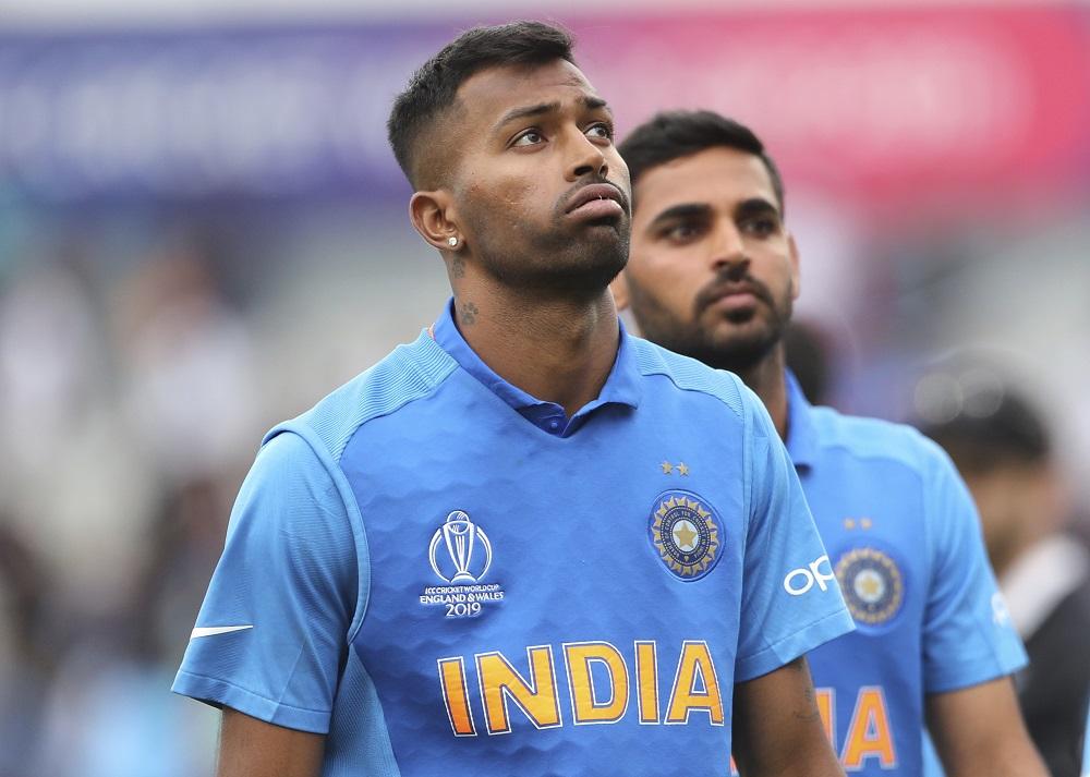 मुश्किल हालत से टीम को निकालने की कोशिश हार्दिक पांड्या ने भी काफी की थी, लेकिन सेमीफाइनल में वह भी अपने हिटर वाले रूप में नजर नहीं आए. उन्होंने 62 गेंदों पर 32 रन बनाए, जिसका पछतावा टीम के सेमीफाइनल के बाहर होने के बाद उनके चेहरे पर दिख रहा है.