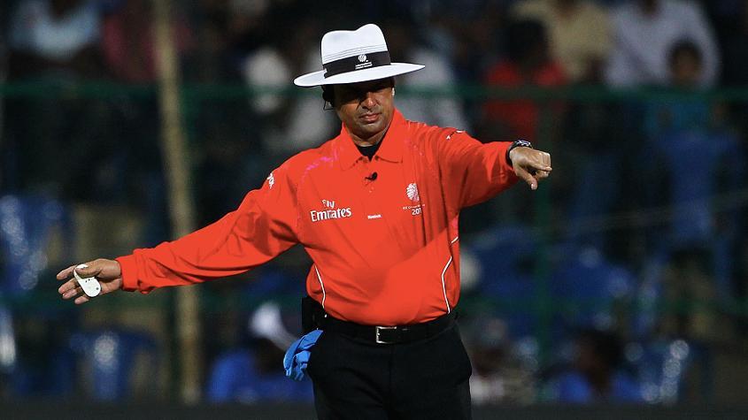 ऑस्ट्रेलिया और मेजबान इंग्लैंड के बीच होने वाले दूसरे सेमीफाइनल में श्रीलंका के कुमार धर्मसेना और दक्षिण अफ्रीका के मराइस एरासमस ऑन-फील्ड अम्पायर होंगे.