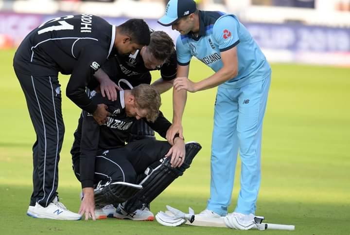 जब से इंग्लैंड क्रिकेट वर्ल्ड कप चैंपियन बना है तभी से इंटरनेशनल क्रिकेट काउंसिल भी सवालों के घेरे में है. फैंस, क्रिकेट एक्सपर्ट और कई दिग्गज खिलाड़ी इंग्लैंड को बाउंड्री के लिहाज से चैंपियन बनाने से बेहद नाराज हैं. अब महान बल्लेबाज और भारत के पूर्व खिलाड़ी सचिन तेंदुलकर भी आईसीसी क्रिकेट वर्ल्ड कप में विजेता चुनने के फैसले से सहमत नहीं हैं. उन्होंने वर्ल्ड कप फाइनल पर सवाल खड़े करते हुए बाउंड्री के आधार पर विजेता चुनने के फैसले को गलत बताया है.