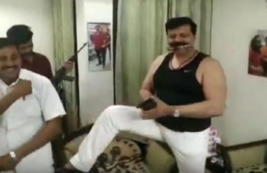 कुंवर प्रणव सिंह का एक वीडियो वायरल हुआ था, जिसमे विधायक लोगों के साथ शराब पीते और हाथों में खुलेआम बंदूक और पिस्टल लहराते हुए फिल्मी गानों पर झूम रहे थे