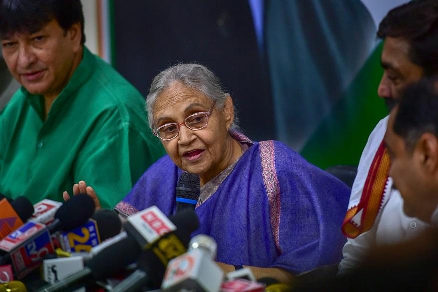 लेकिन जब वह धीरे-धीरे रिकवर होने लगीं और अपने पद छोड़ने के फैसले की उच्च कमान को सूचित करने के लिए तैयार हो गईं, तो देश को 16 दिसंबर, 2012 की घटना ने देश को हिला दिया.(PTI Photo/Arun Sharma)