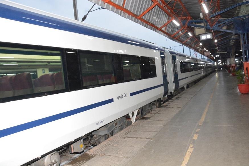 ट्रेन के अंदर सीसीटीवी भी लगे हैं, जिससे यात्रियों को सुरक्षित सफर मिलेगा. ट्रेन की सबसे बड़ी खूबी यह है कि प्लेटफार्म और ट्रेन के बीच के गैप को भर देती है, जिससे हादसे की आशंका पूरी तरह से खत्म हो जाती है.