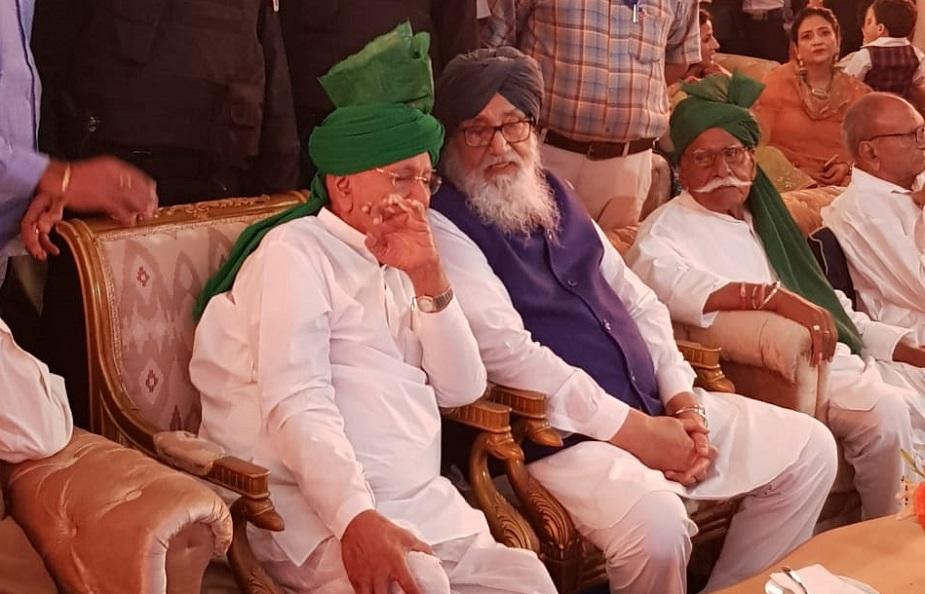 इनेलो नेता अशोक अरोड़ा और रामपाल माजरा सहित इनेलो के कई विधायक और पार्टी के सीनियर लीडर भी इस कार्यक्रम में शिरकत करने पहुंचे.
