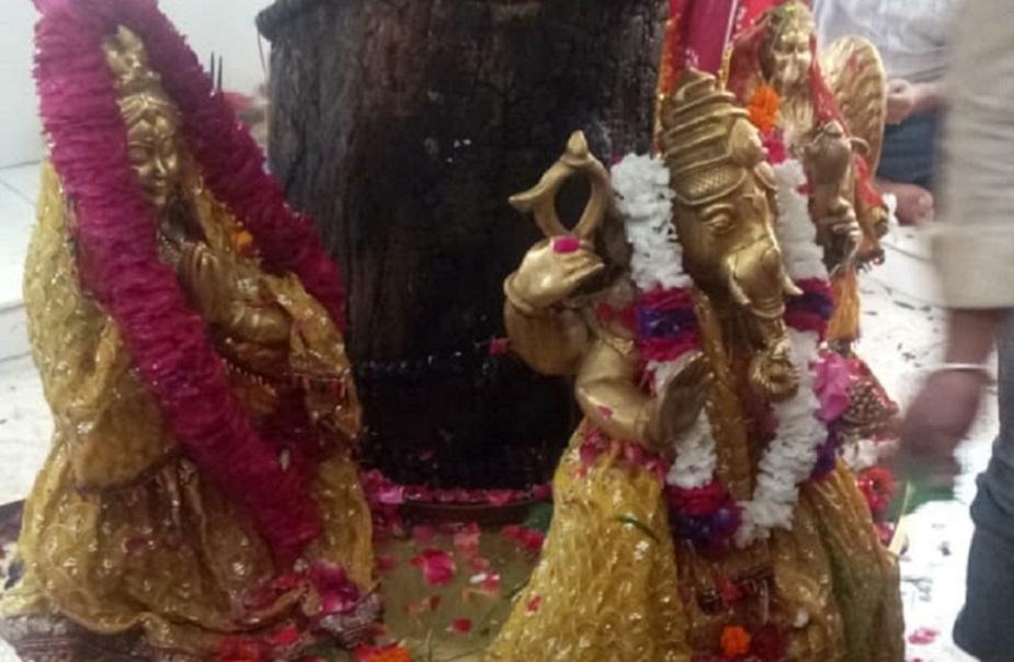 कहा जाता है कि देवर्षि नारद ने उन्हें बिल्व पर्वत पर आकर तपस्या करने की सलाह दी थी ताकि वह फिर से शिव को पति रूप में पा सकें.